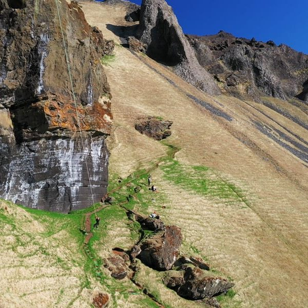 hiking tour and boat tour in vestmannaeyjar